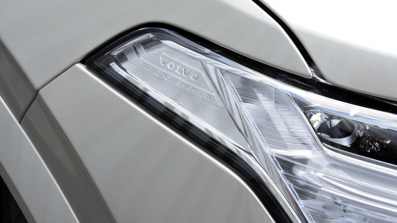 Aktywne światła drogowe w technologii Full LED w Volvo XC90