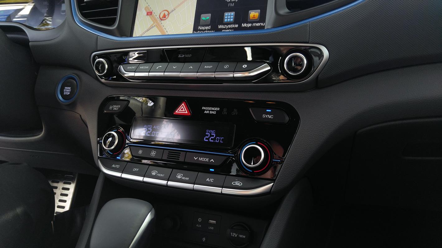 Konsola centralna w Hyundai IONIQ Hybrid