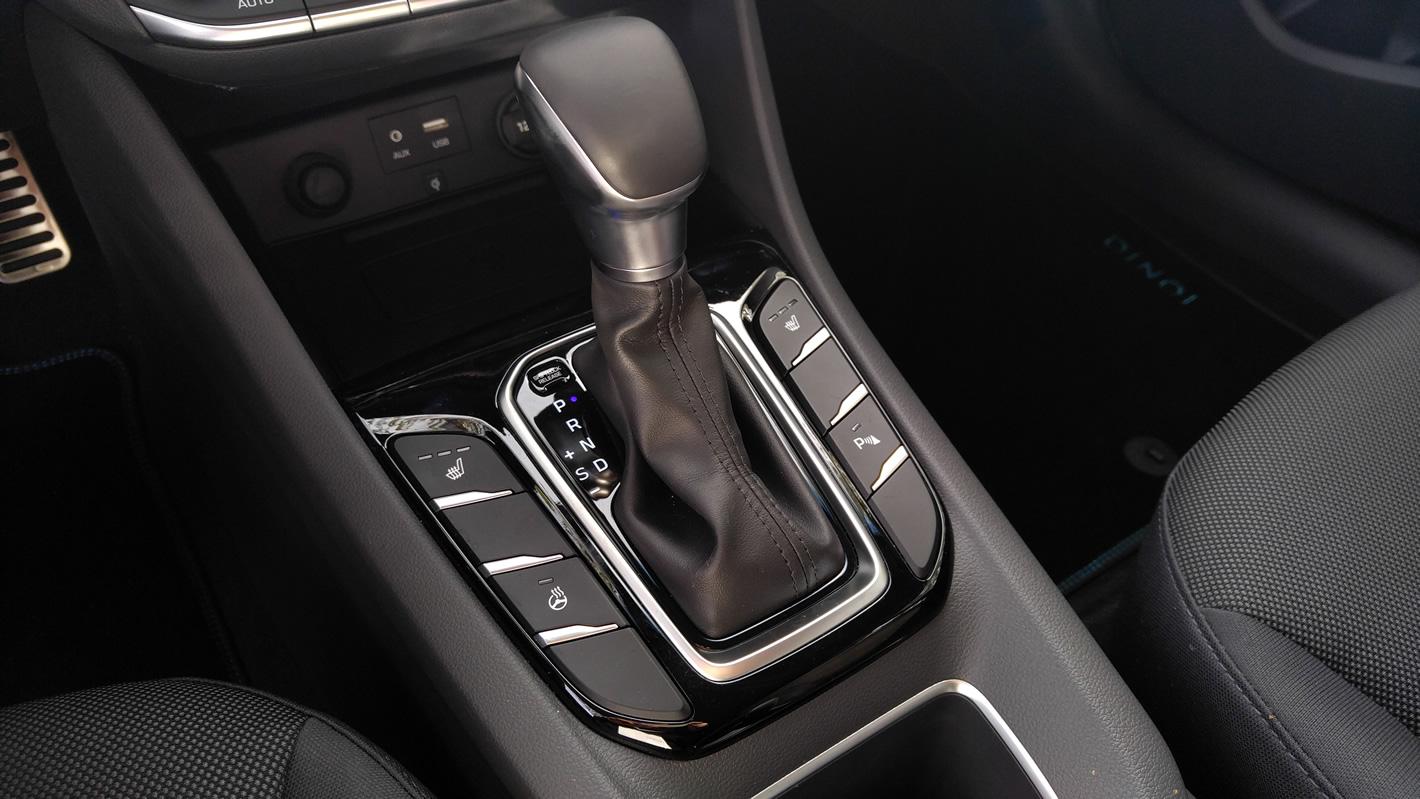 Drążek zmiany biegów w Hyundai IONIQ Hybrid