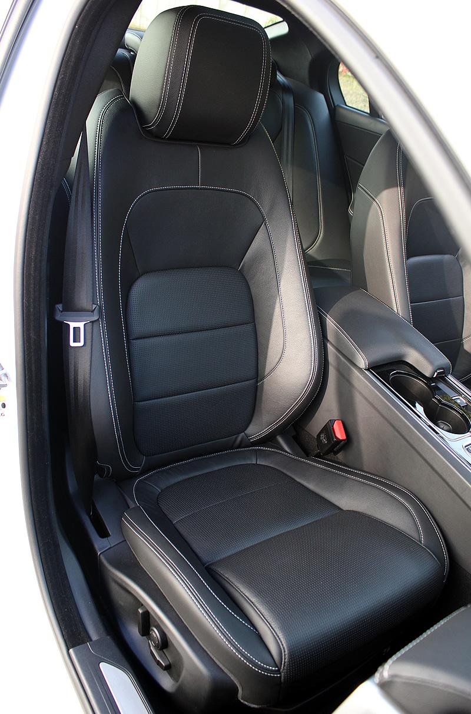 Fotele Jaguar XE R-Sport