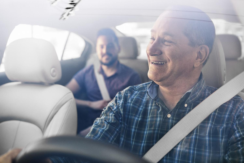 uber kierowca z pasażerem