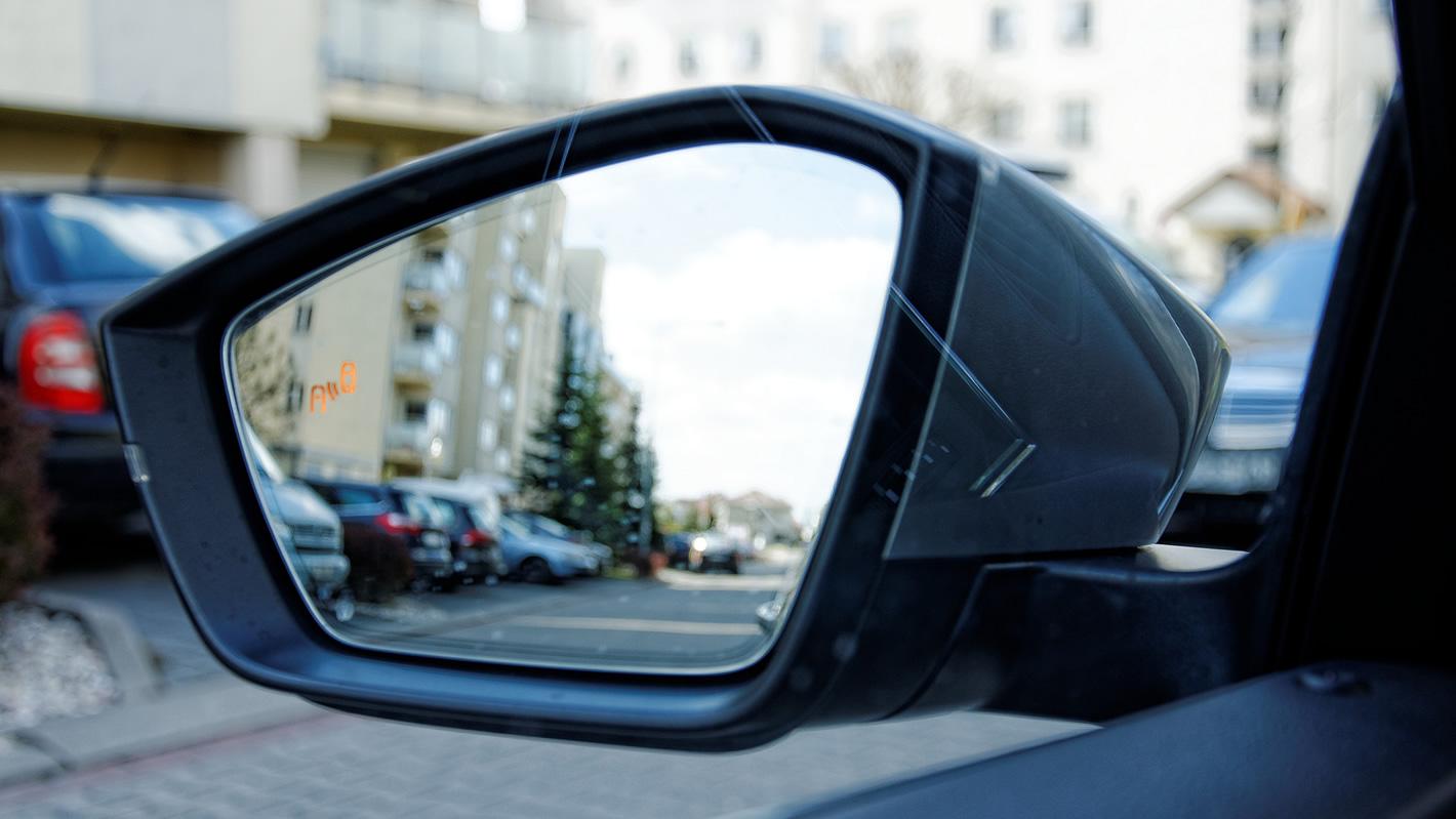 Škoda Superb - asystent martwego pola
