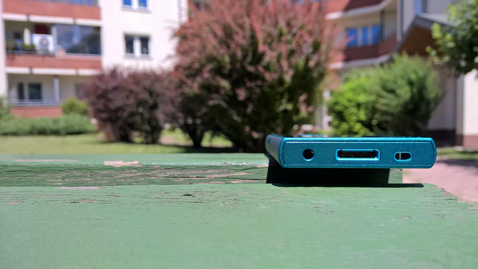 Sony Walkman NW-A30 na słońcu