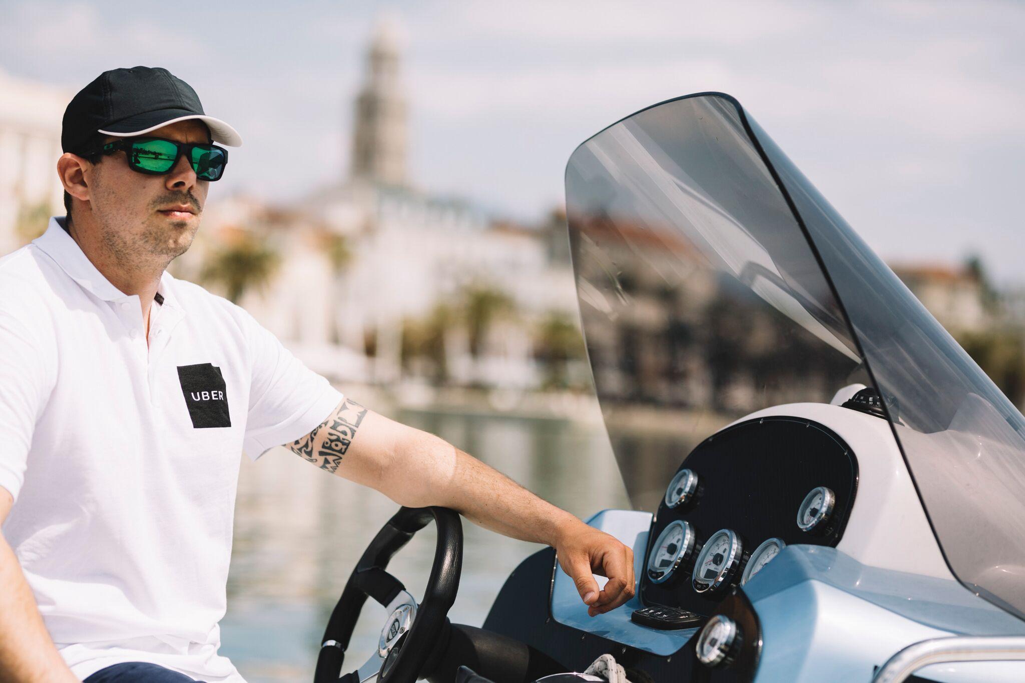 uberBOAT prezentacja łódki i kierowcy