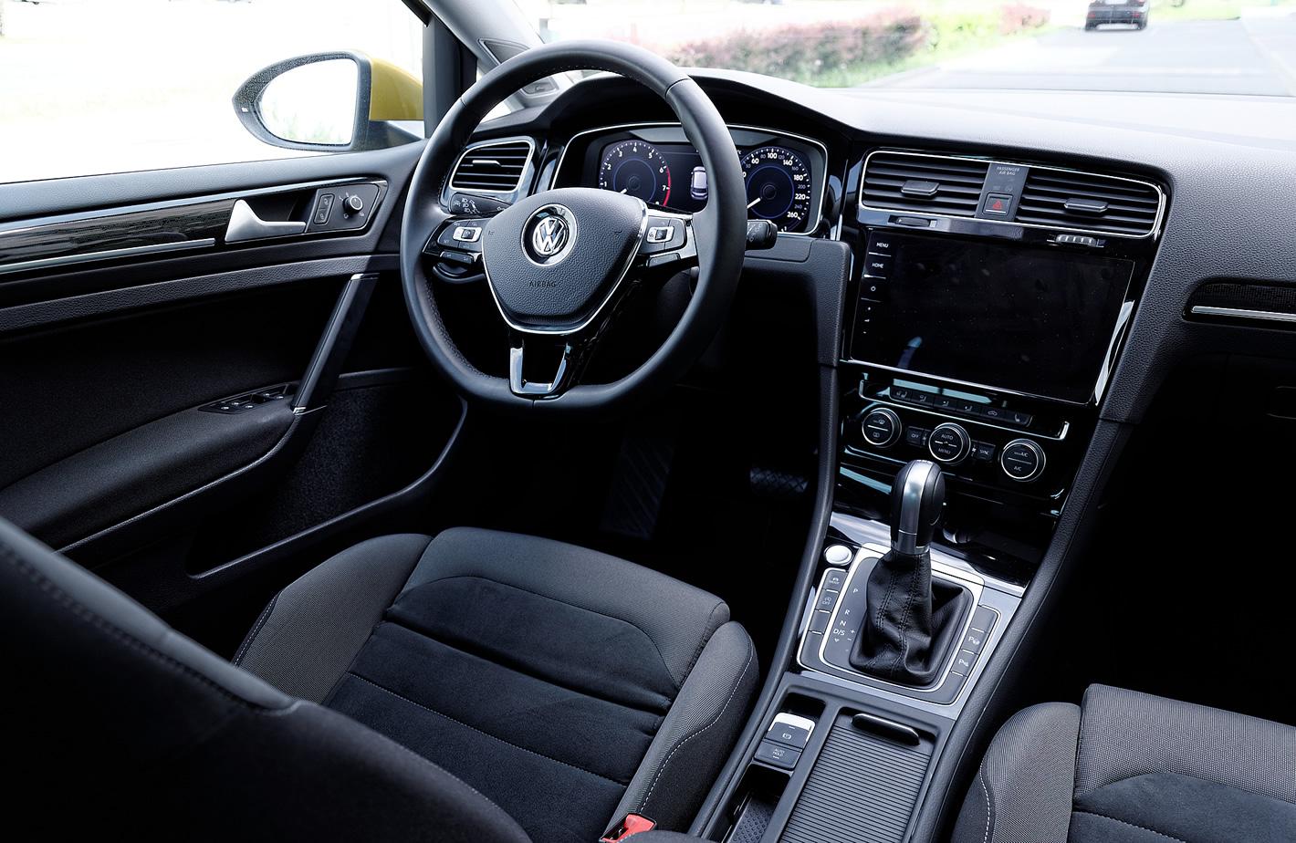 Volkswagen Golf VII FL - wnętrze