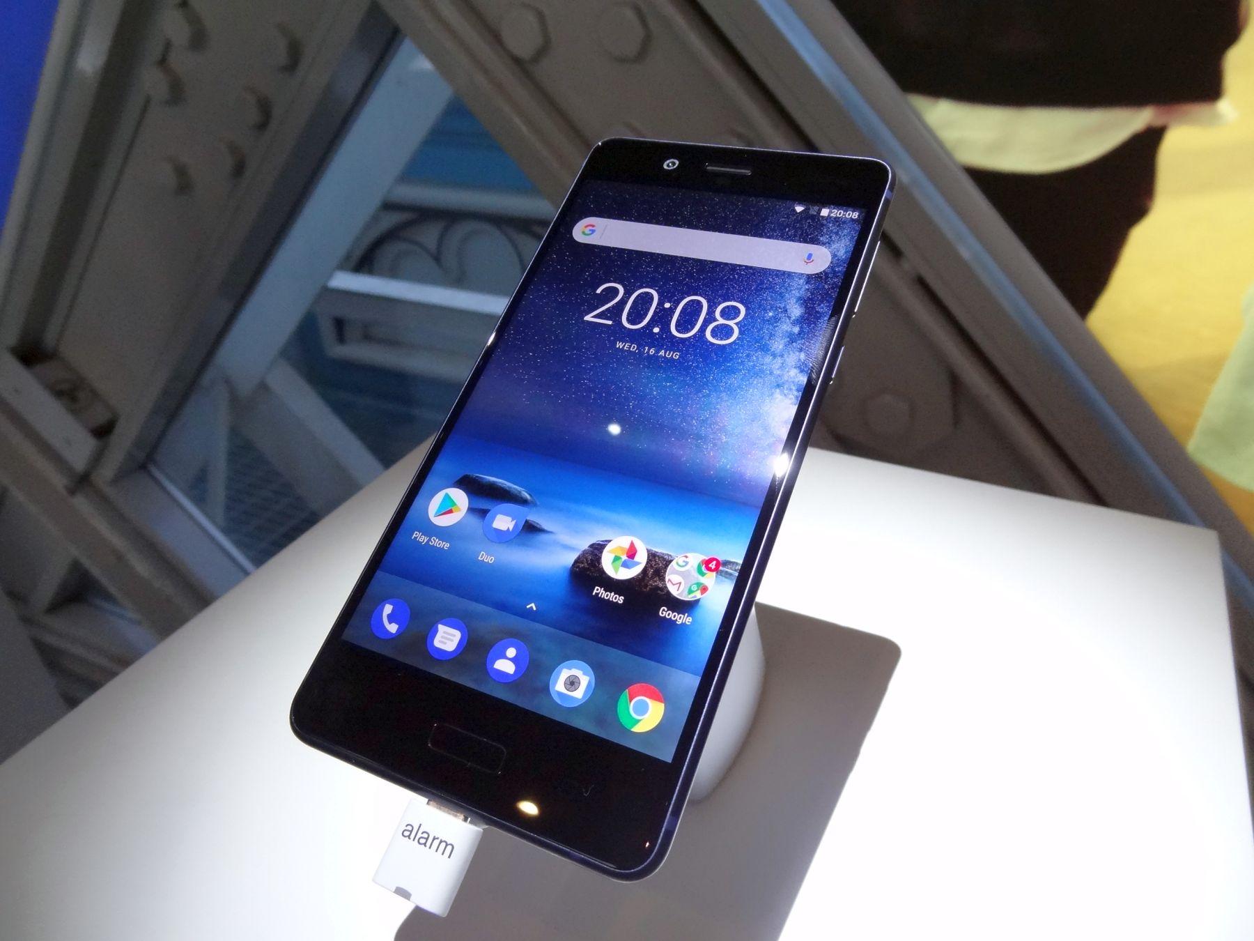 Nokia 8 - wygląd telefonu z przodu