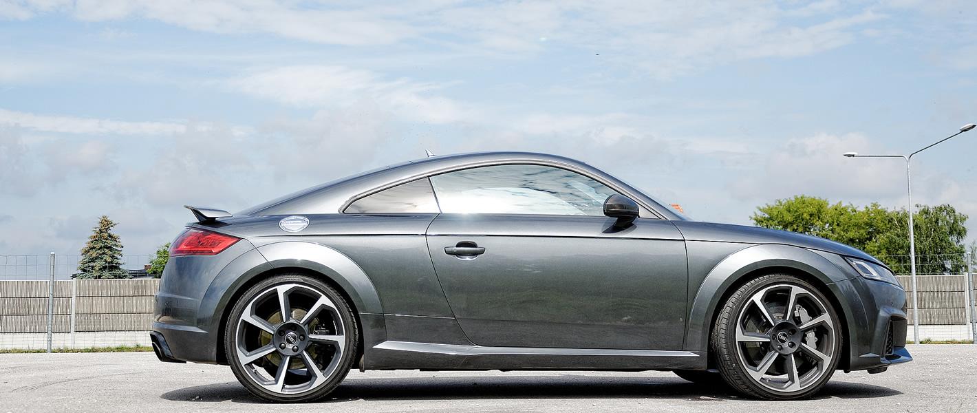 Audi TT RS - ujęcie z boku auta