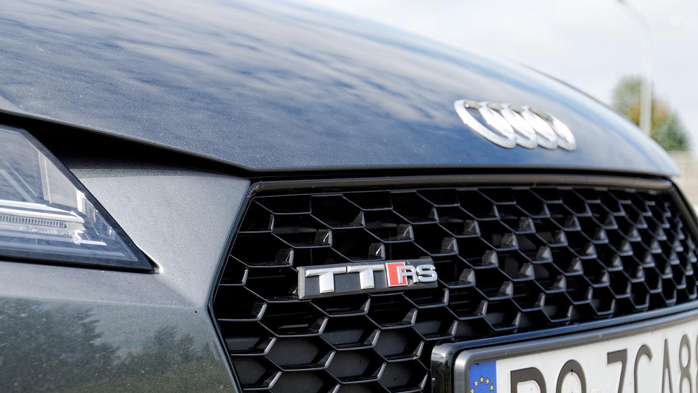 Audi TT RS - znaczek audi i TT RS