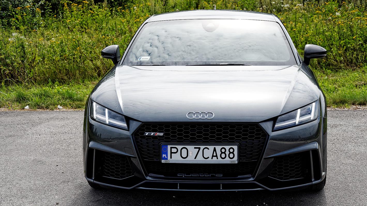 Audi TT RS - zdjęcie z przodu samochodu