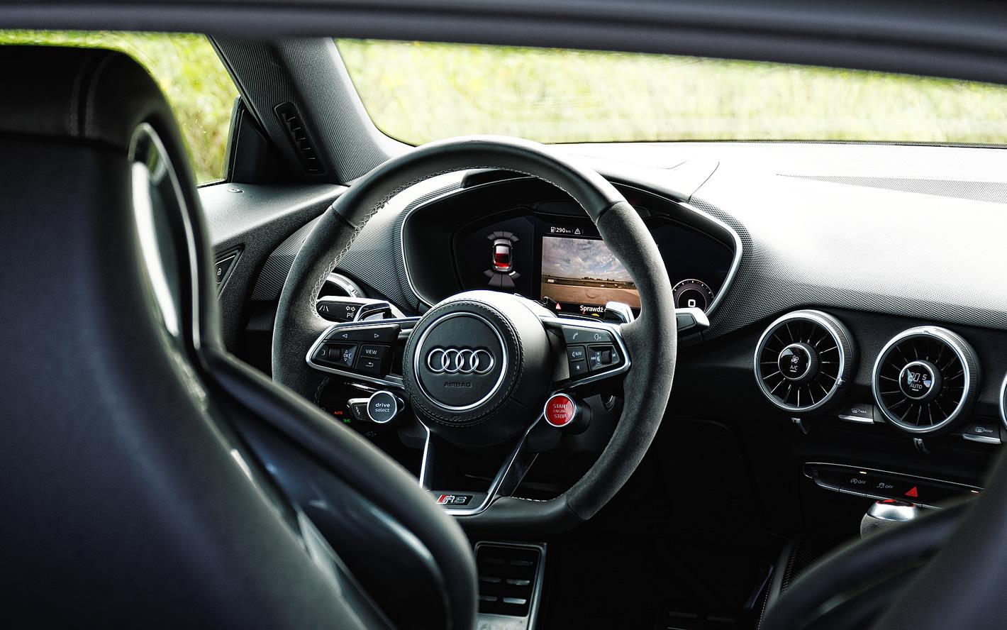 Audi TT RS - zdjęcie w środku auta