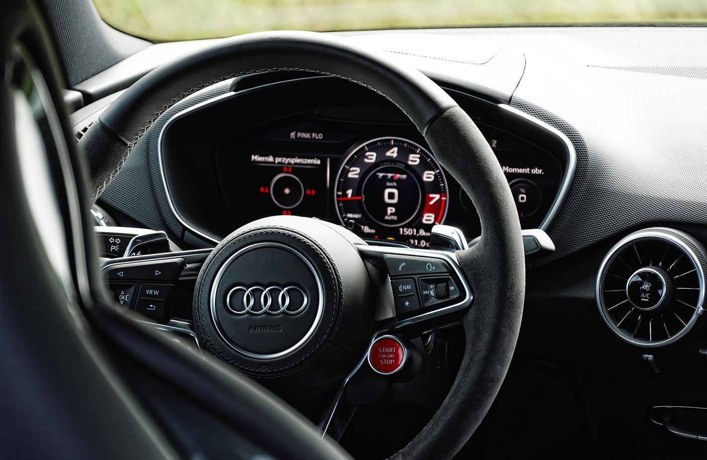 Audi TT RS - zdjęcie kierownicy auta