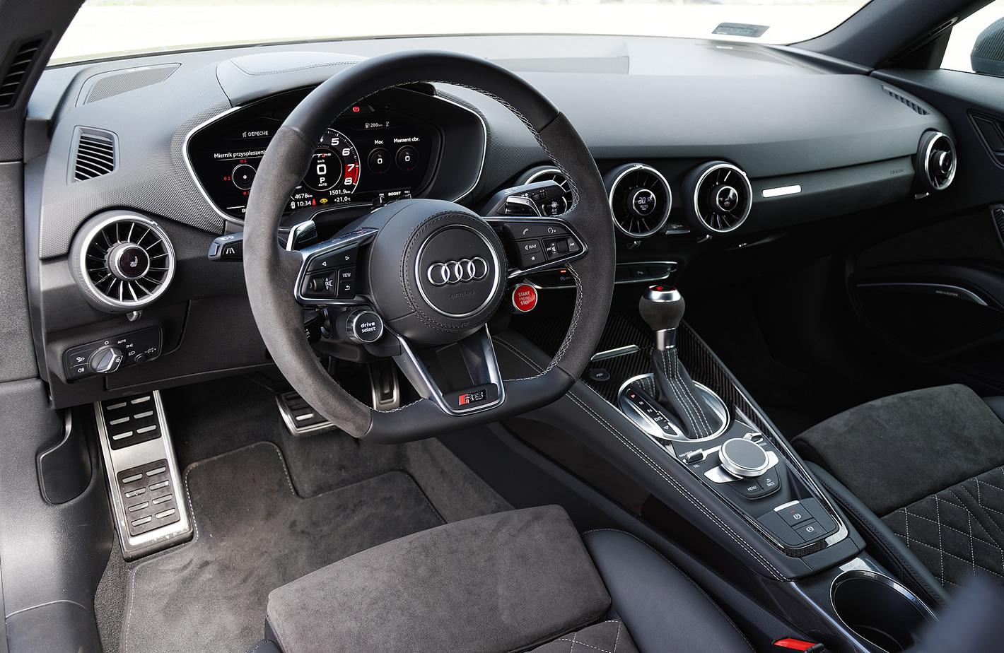 Audi TT RS - zdjęcie całego przodu samochodu od środka