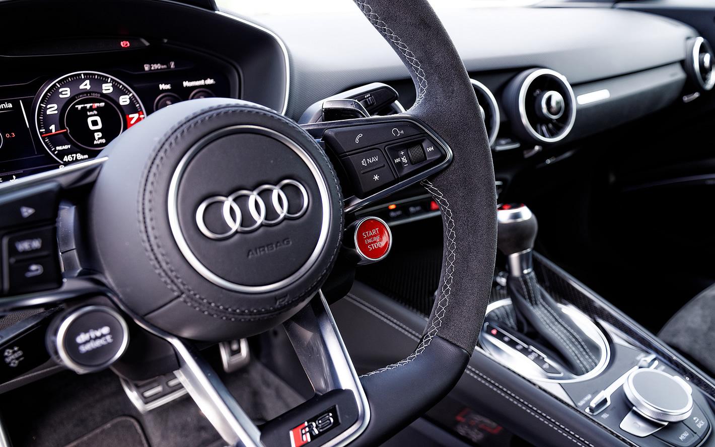 Włącznik silnika w Audi TT RS