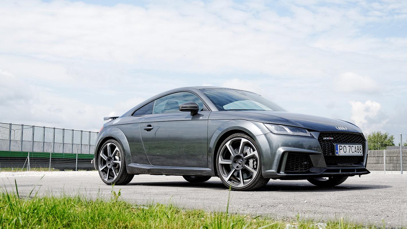 Audi TT RS - zdjęcie z boku