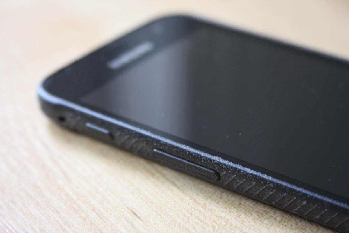 Samsung Galaxy Xcover 4 - boczne przyciski