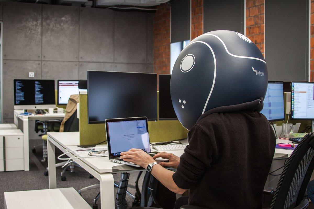 helmfon praca w biurze