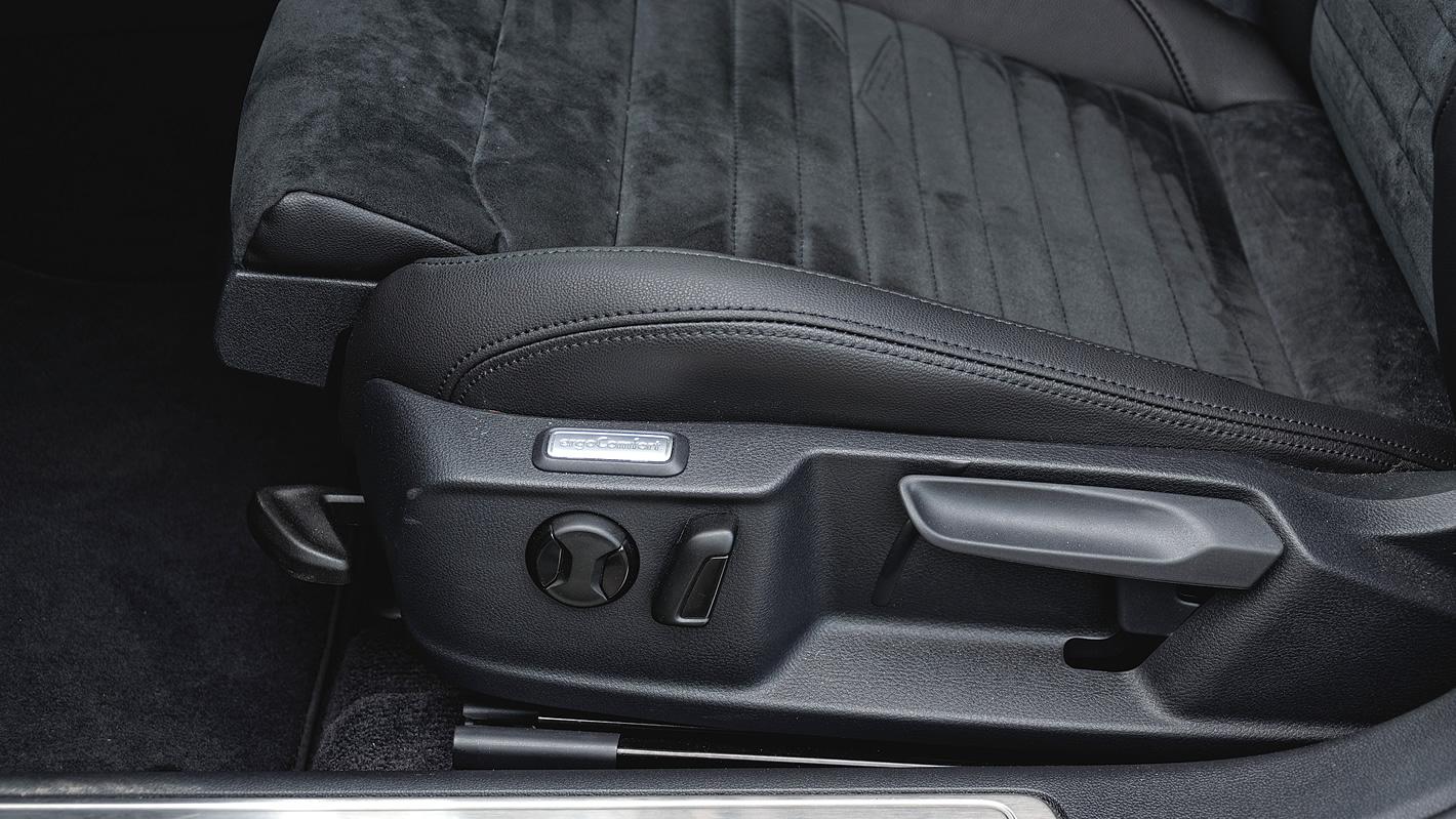 Regulacja przednich foteli w Volkswagen Passat