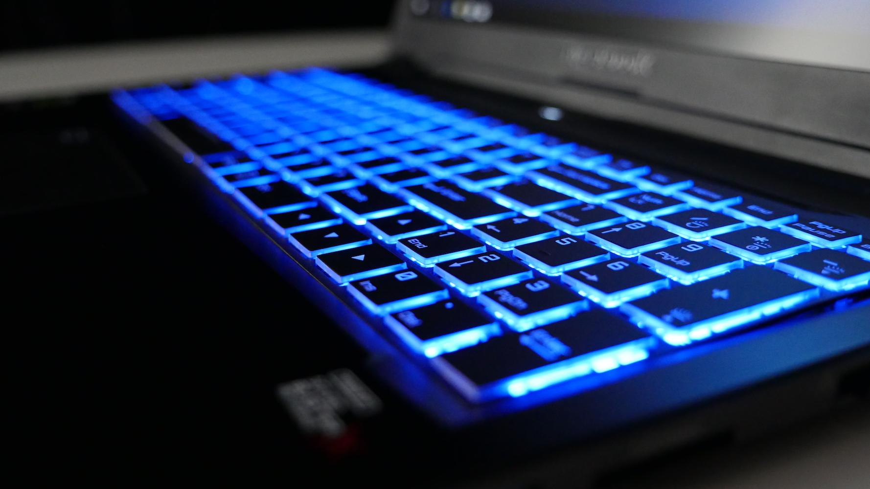 Hyperbook SL950VR - podświetlona klawiatura