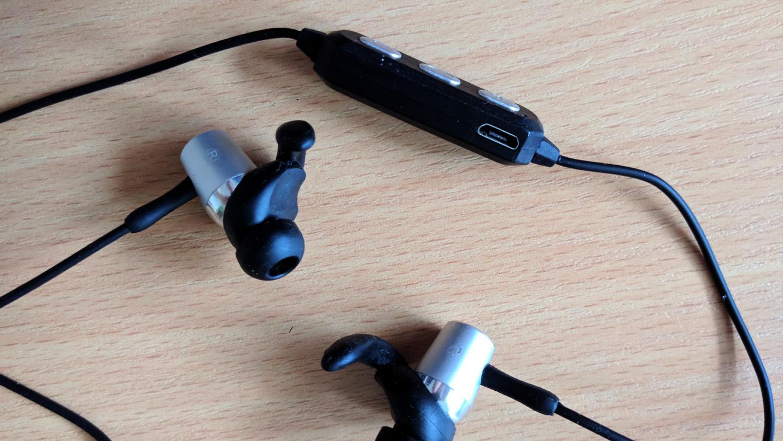 Hykker Air BT - wejście USB do słuchawek