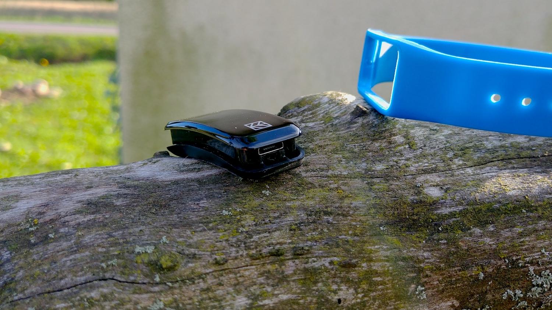 Hykker SmartyFit 2 - samo urządzenie i wejście USB