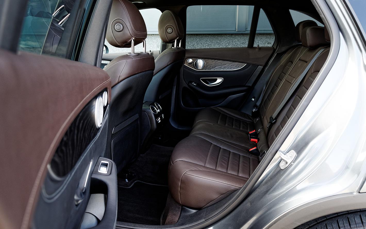 Mercedes-Benz GLC 350 e 4Matic - duża ilość miejsca z tyłu