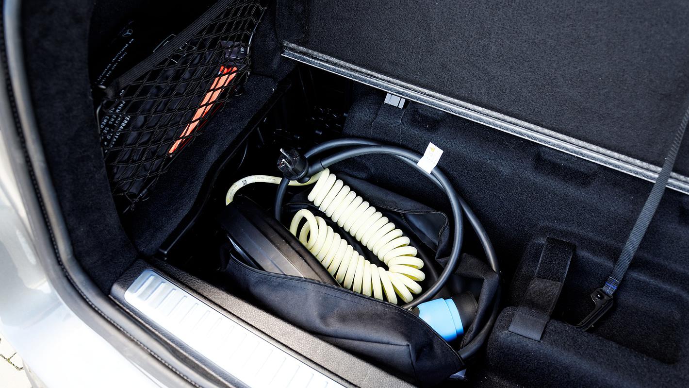 Mercedes-Benz GLC 350 e 4Matic - przewody ładowania