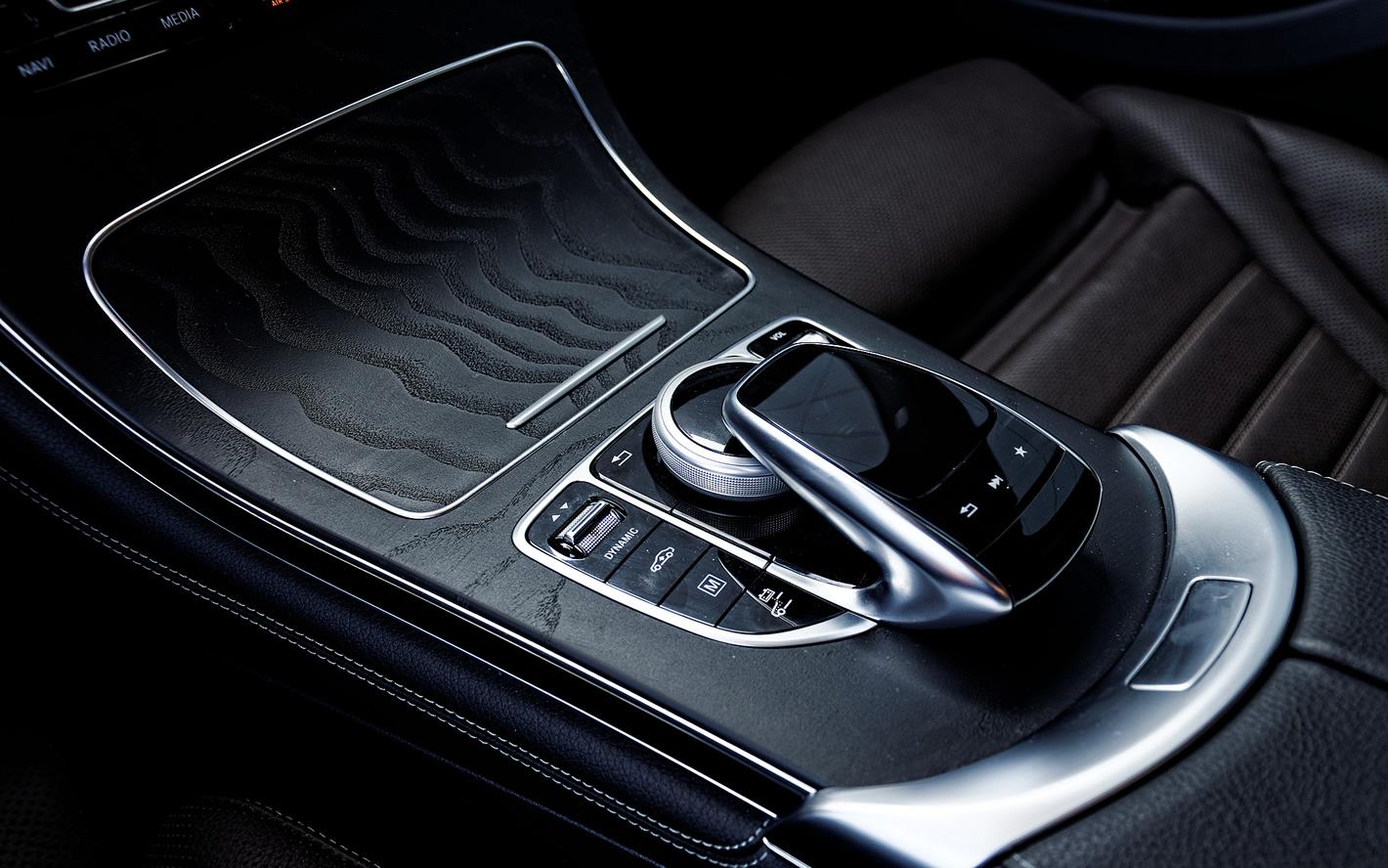 Mercedes-Benz GLC 350 e 4Matic - pilot do zarządzania systemem multimedialnym