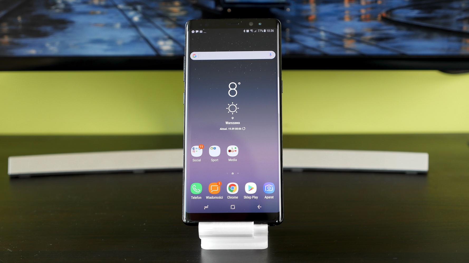 Samsung Galaxy Note 8 - na podstawce