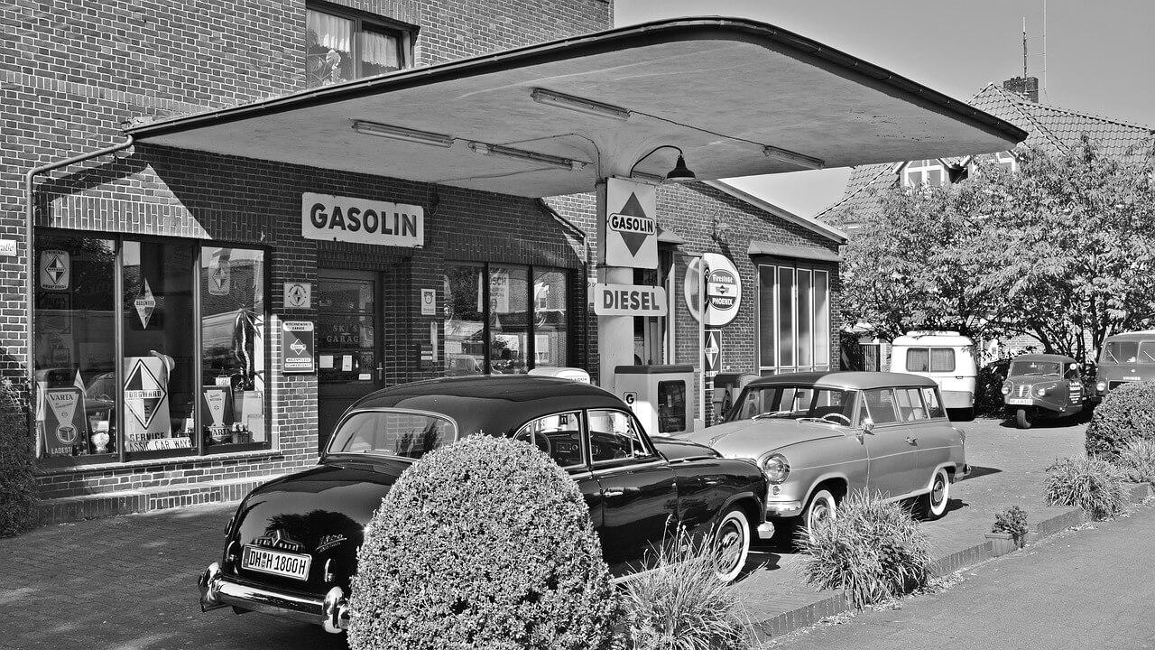 stacja benzynowa i stare czasy