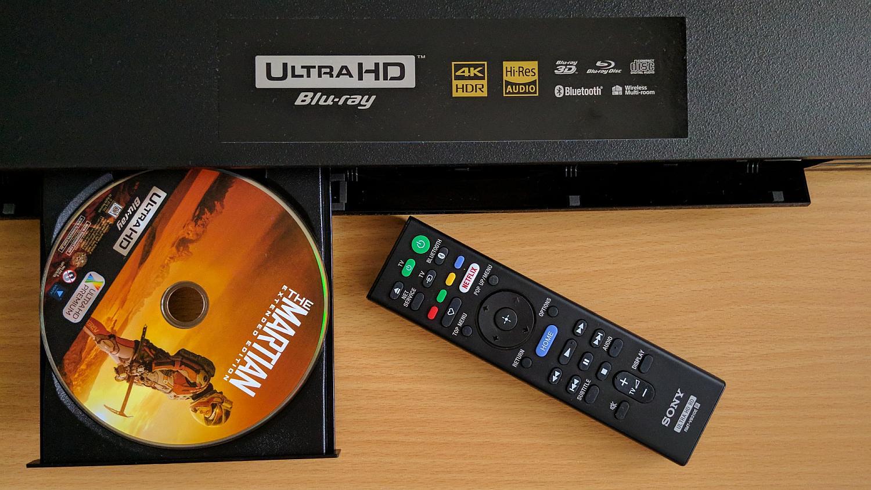 SonyUBP-X800 - odtwarzacz blu-ray. Płyta i pilot do urządzenia
