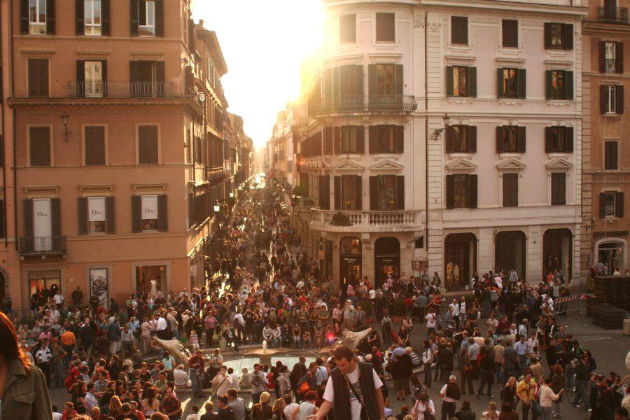 tłum w mieście