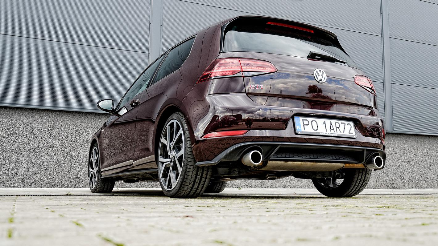 Dwie końcówki wydechu w Volkswagen Golf GTI Performance
