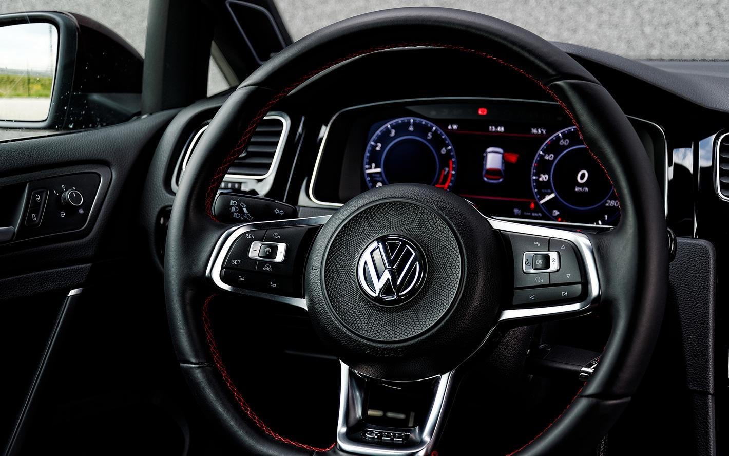 Usportowiona kierownica w Volkswagen Golf GTI Performance