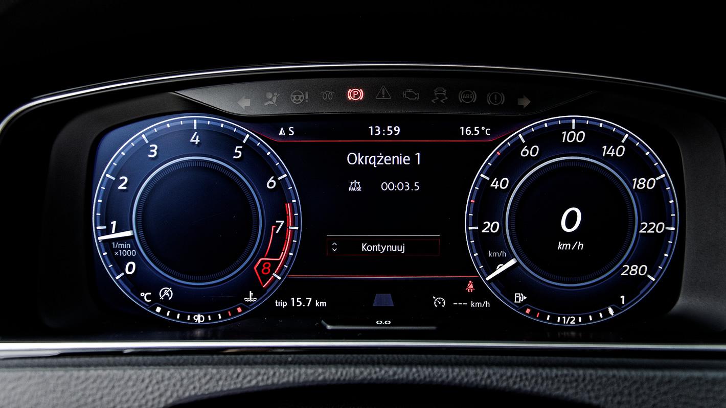Pomiar czasu okrążenia wbudowany w komputer pokładowy Volkswagena Golf GTI Performance