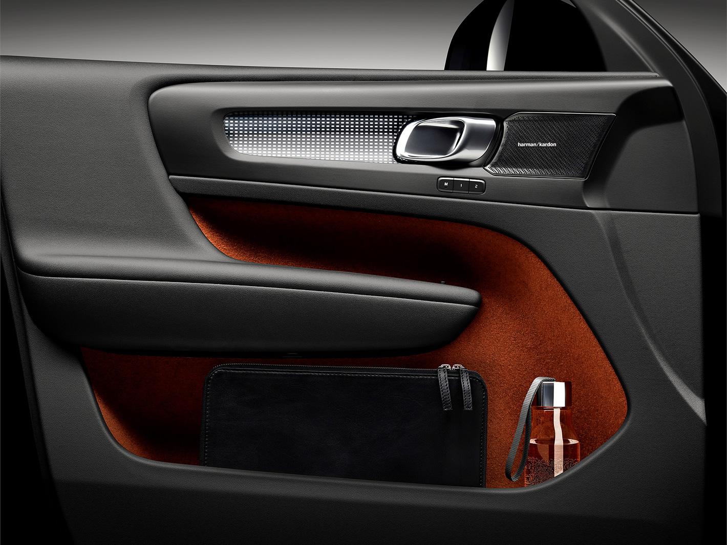 Miejsce na laptopa w boczku drzwi w Volvo XC40