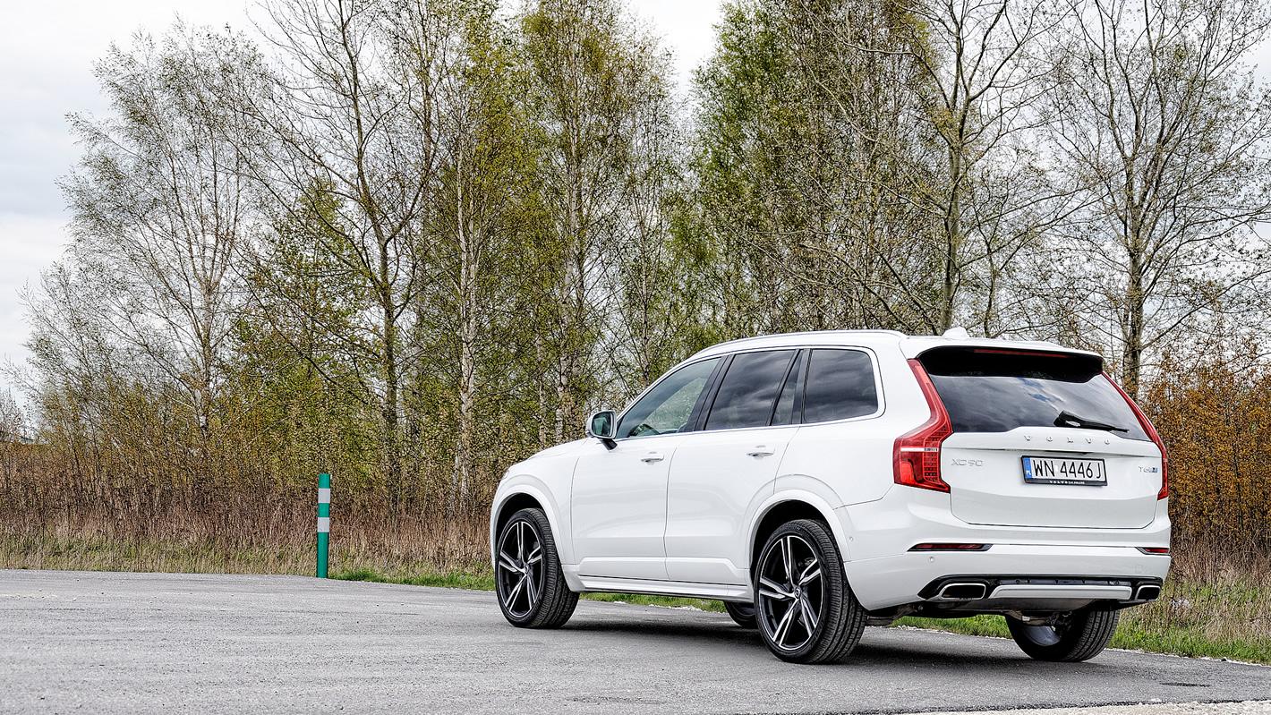 Volvo XC90 T6 AWD R-design - usportowiony charakter