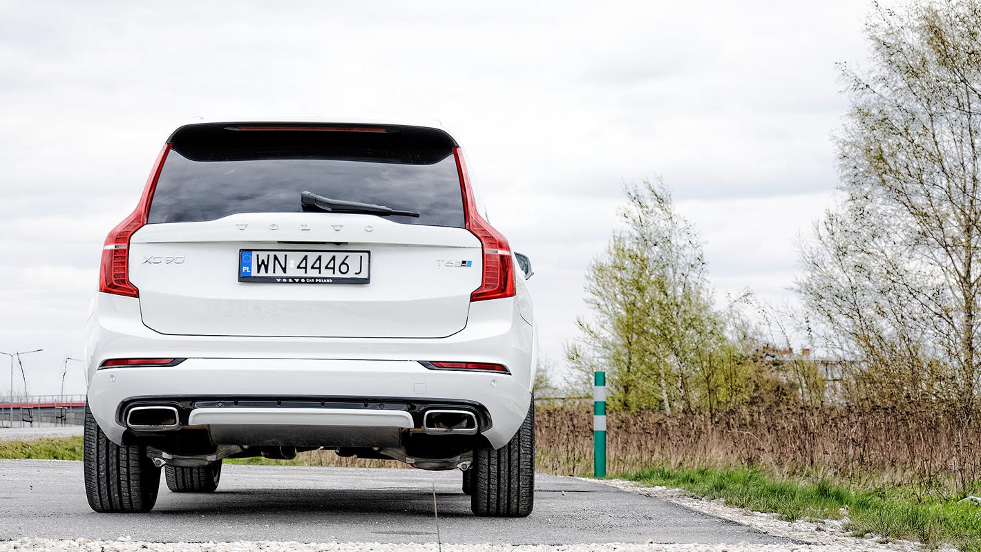 Volvo XC90 T6 AWD R-design - zmienione zderzaki w wersji R-design