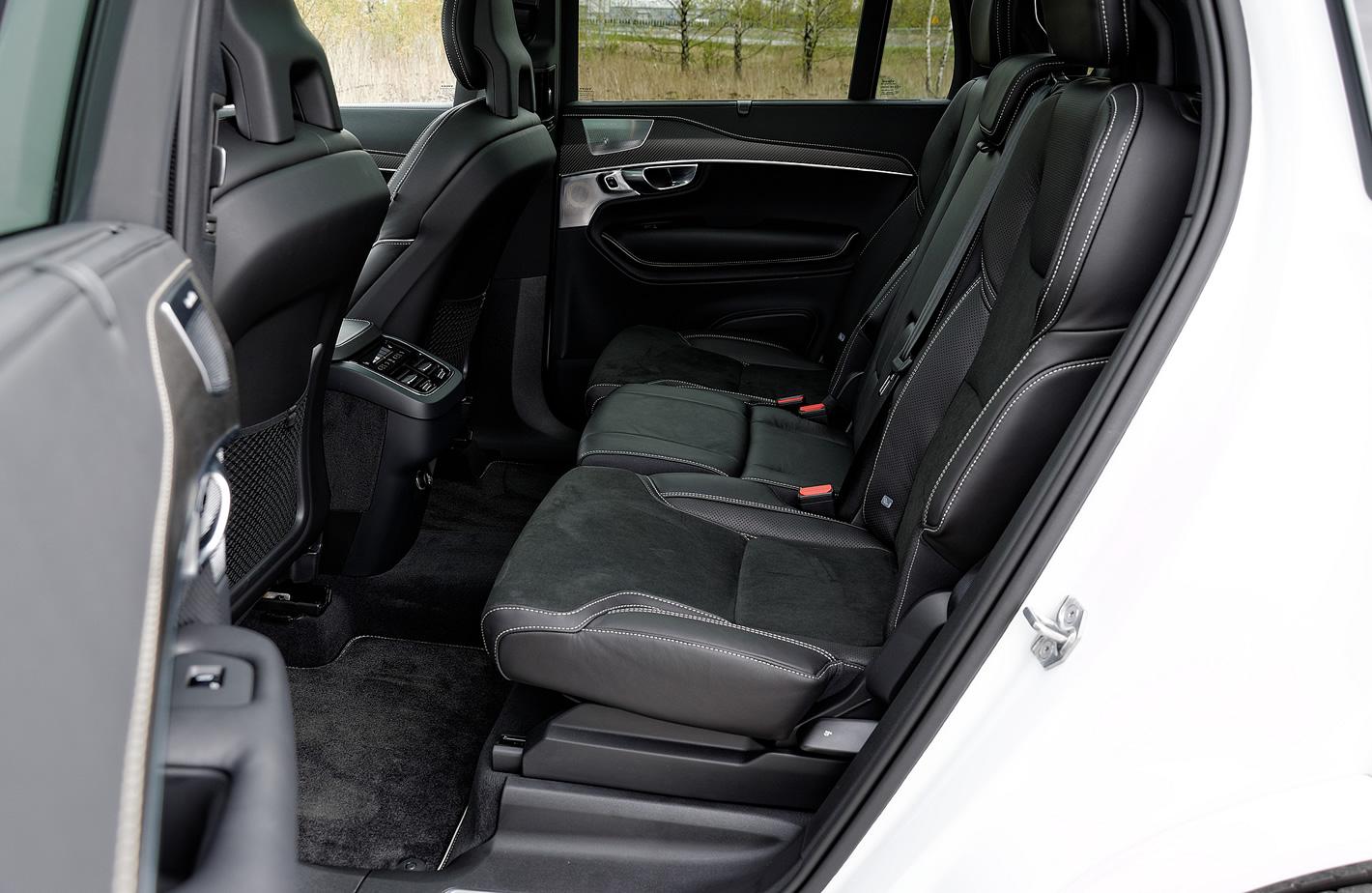 Tylne fotele w Volvo XC90 T6 AWD R-design