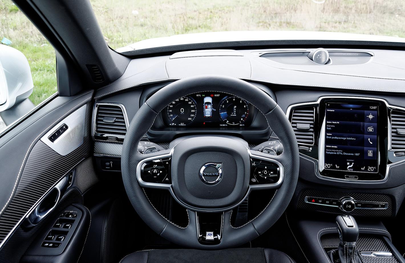 Usportowiona kierownica w Volvo XC90 T6 AWD R-design