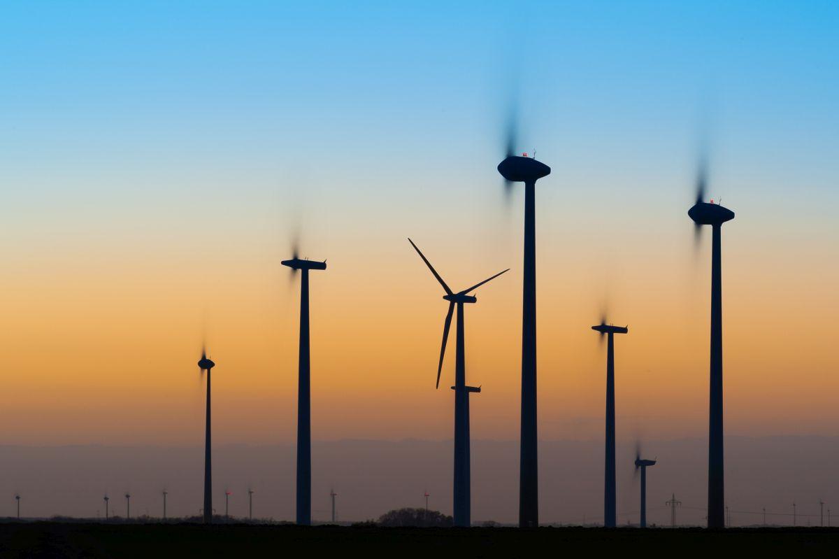 wiatraki prądotwórcze - elektrownia wiatrowa