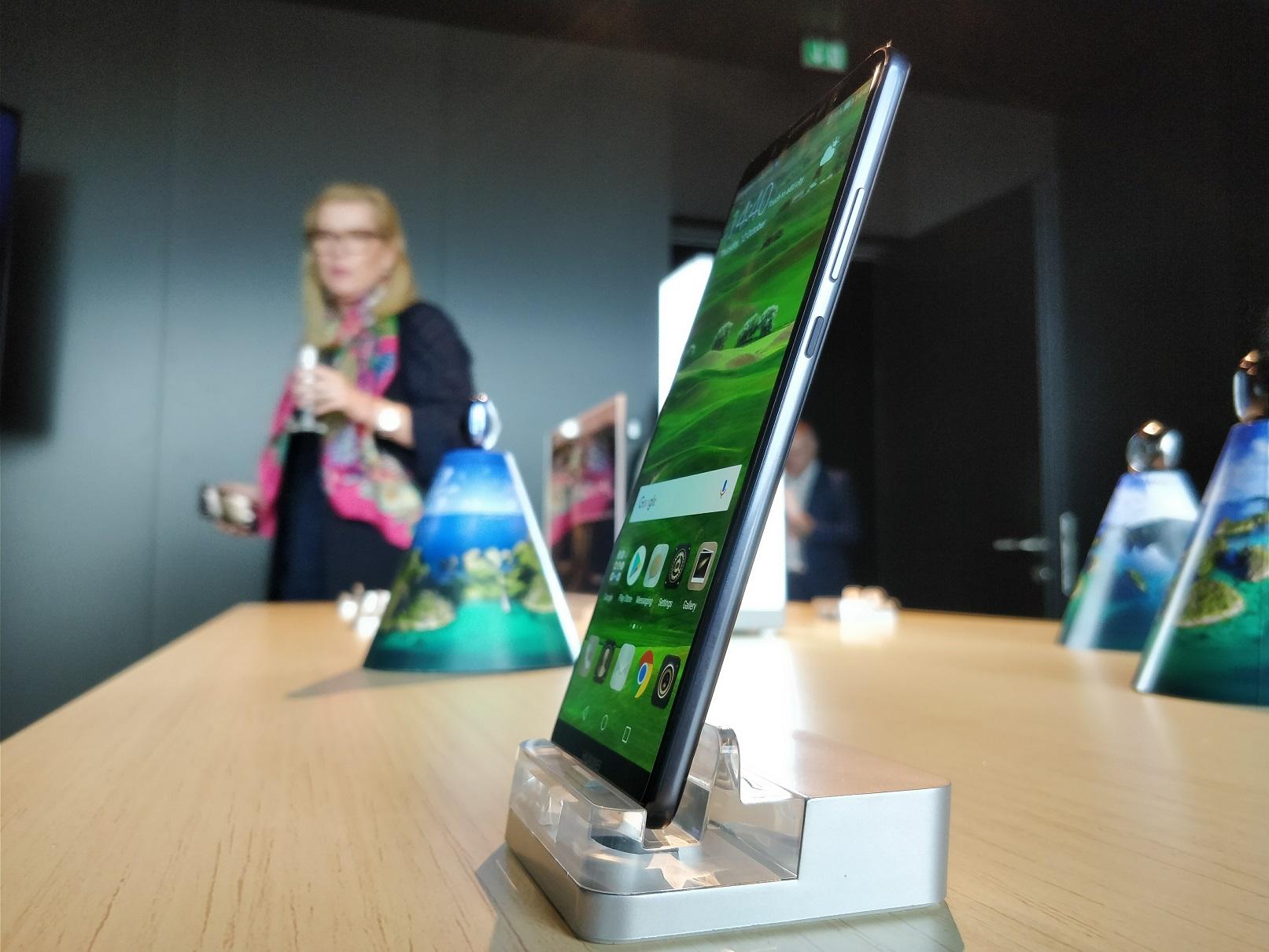 Huawei Mate 10 Pro - widok z boku