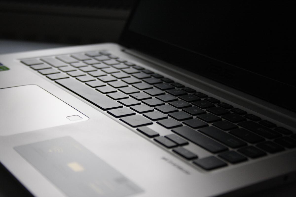 "Asus VivoBook S15 - lekki 15"" laptop"