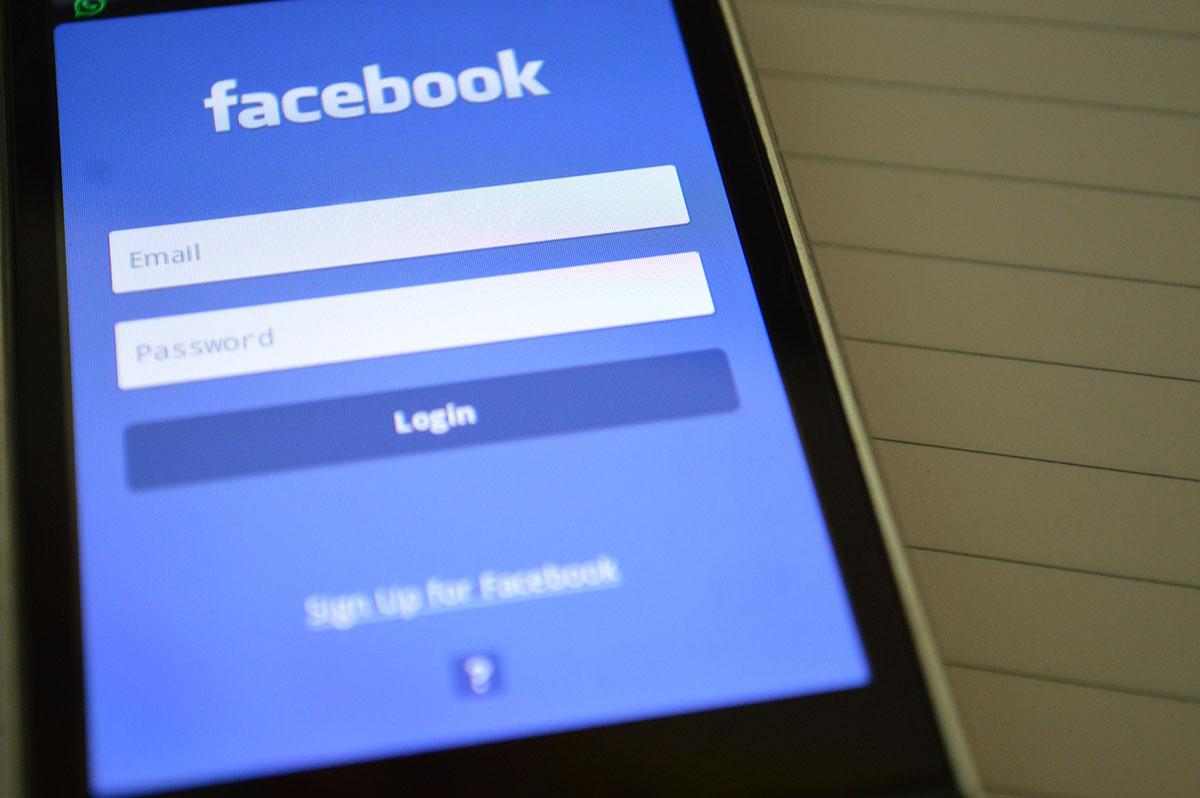 facebook na telefonie
