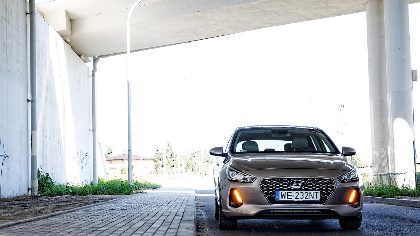 Kierunkowskazy ukryte w światłach do jazdy dziennej w Hyundai i30