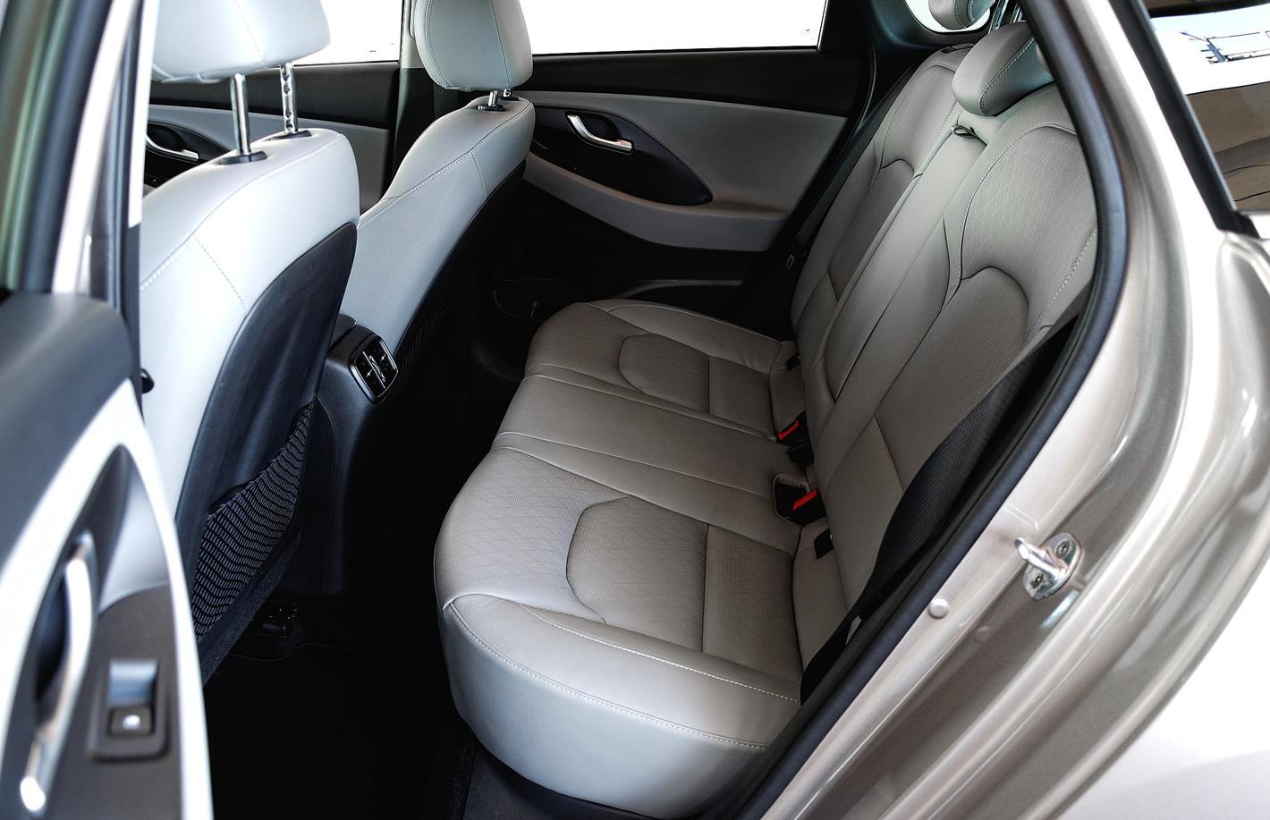 Ilość miejsca na tylnej kanapie w Hyundai i30