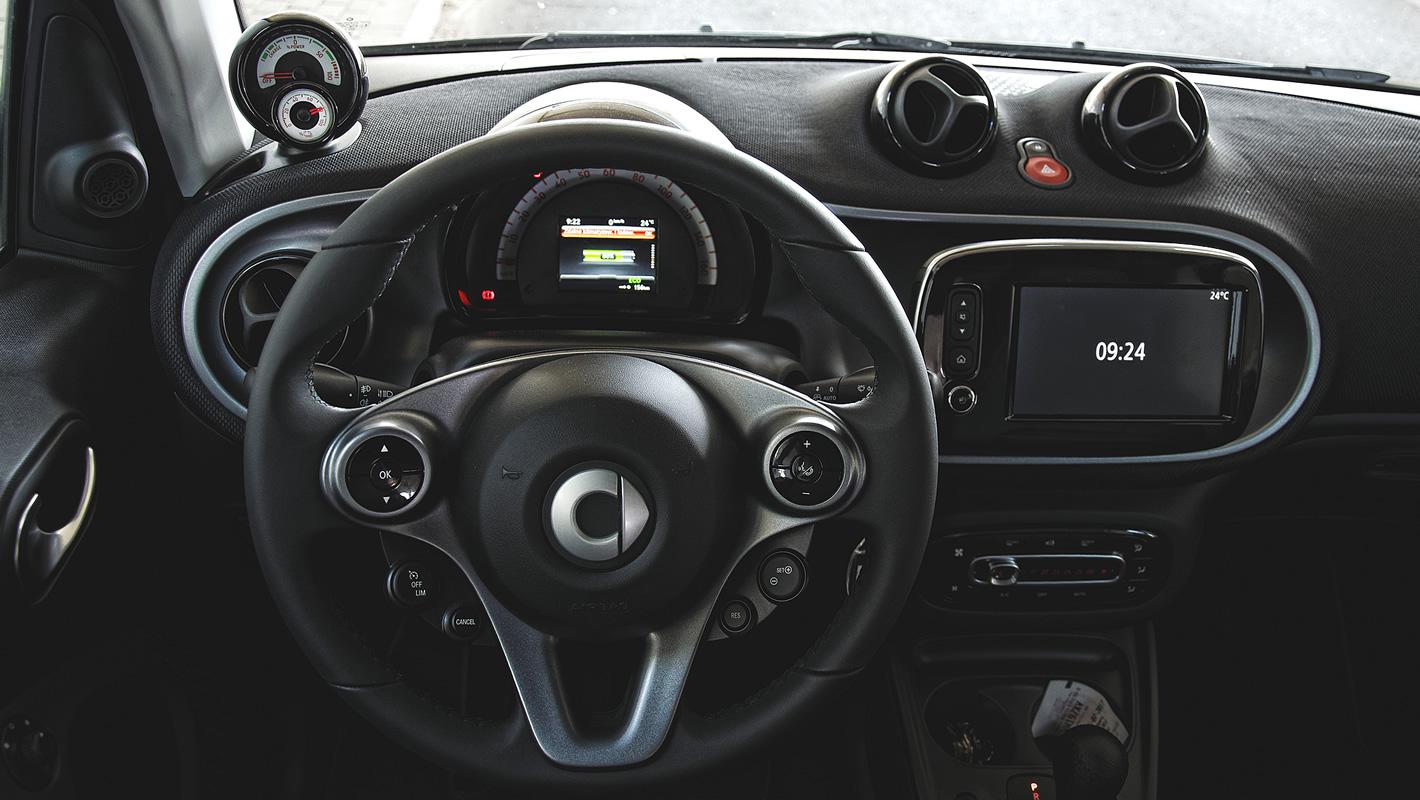Widok okiem kierowcy na wnętrze smarta fortwo electric drive