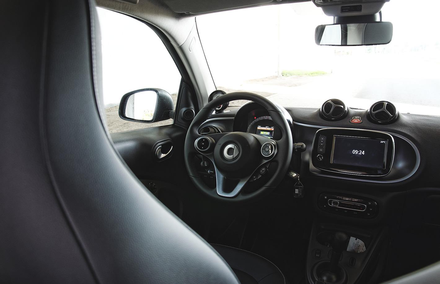 smart fortwo electric drive w środku - kierownica