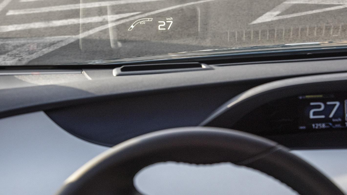Wyświetlacz HUD w Toyota Prius Plug-in Hybrid