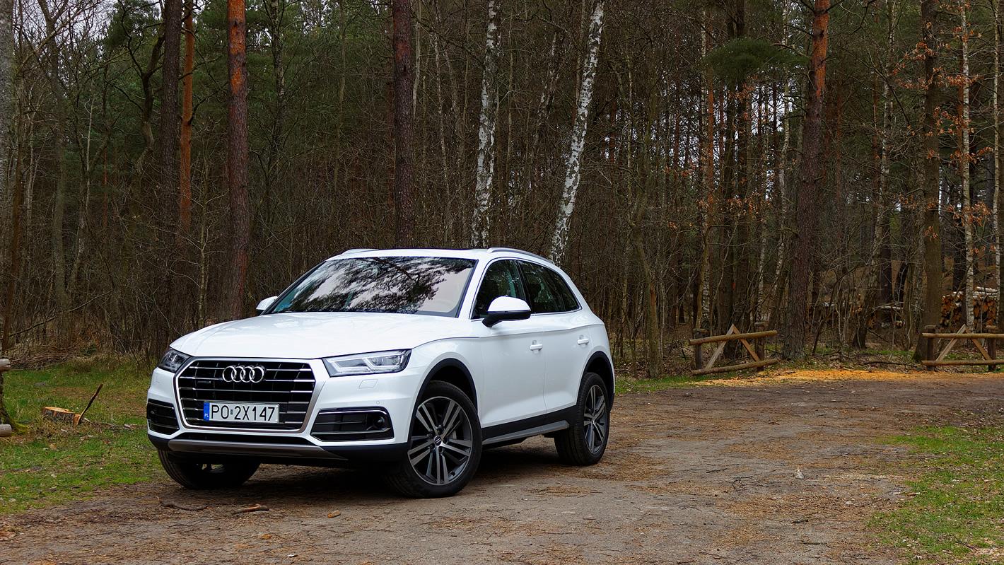 Audi Q5 - poza utwardzoną drogą