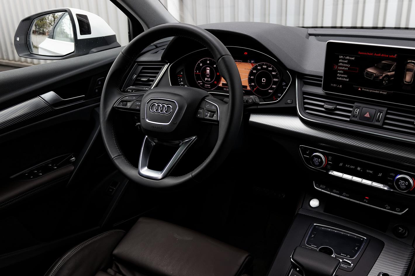 Kokpit w Audi Q5